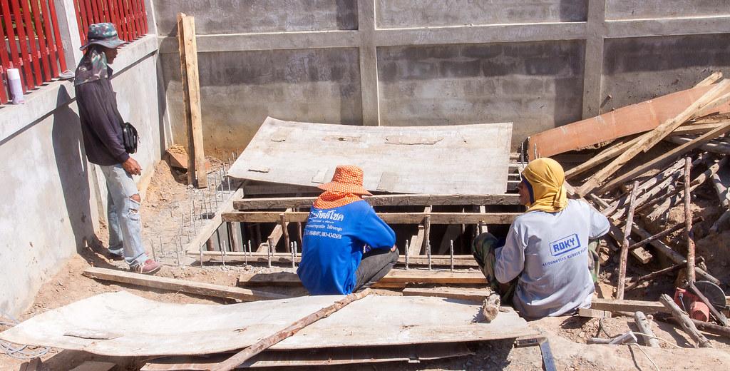 Construction d 39 une piscine miroir de forme libre for Local technique piscine surface de plancher