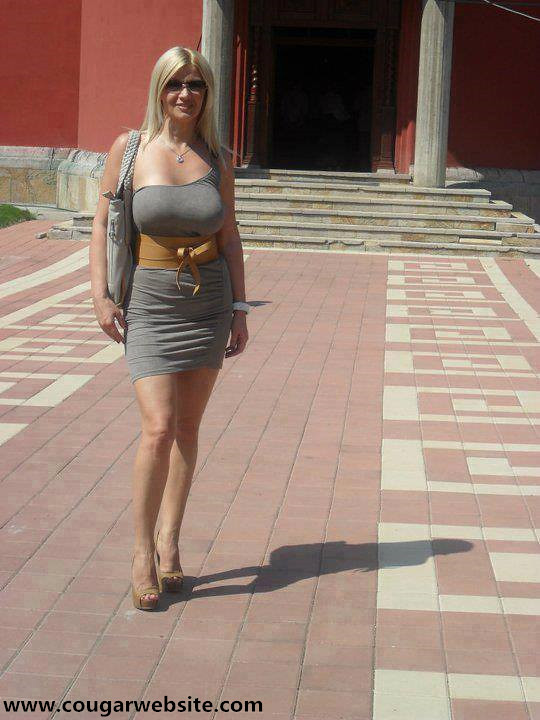Mature Women Kissing  Cougars And Toyboys Looking For -8471