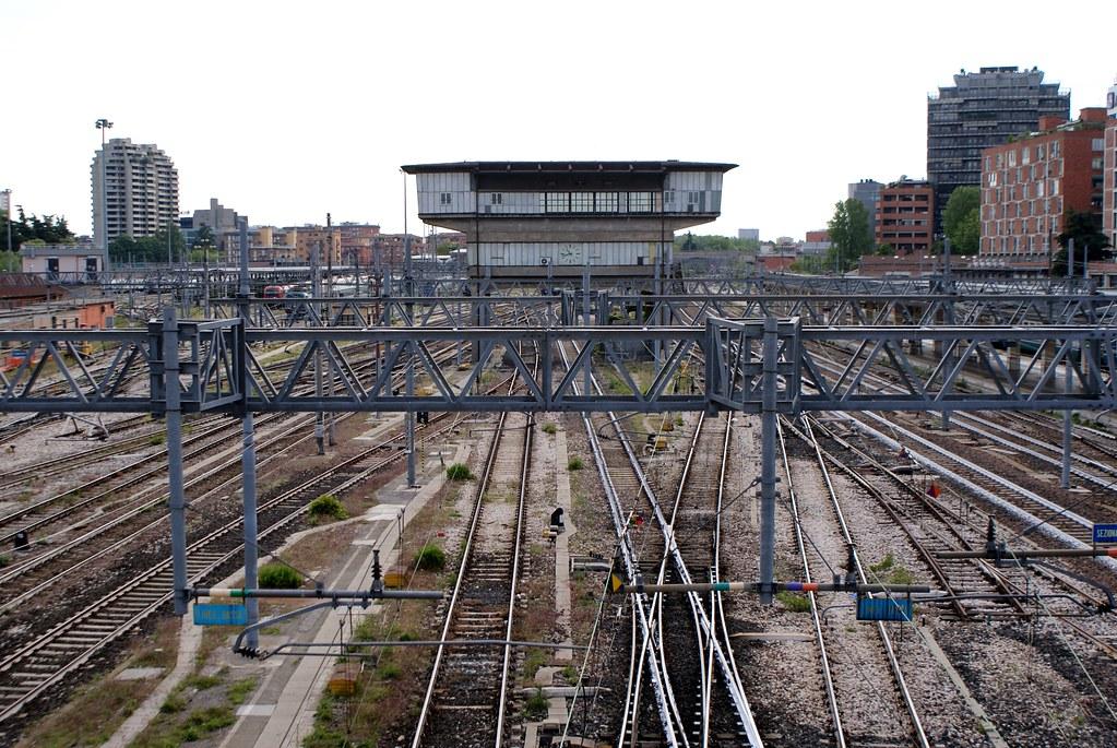 Chemin de fer entre la Vieille Ville de Bologne et le nord anciennement ouvrier.