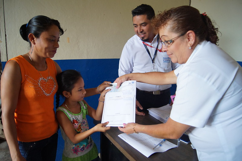 Familias de Cooperativa Copapayo Reciben Escrituras