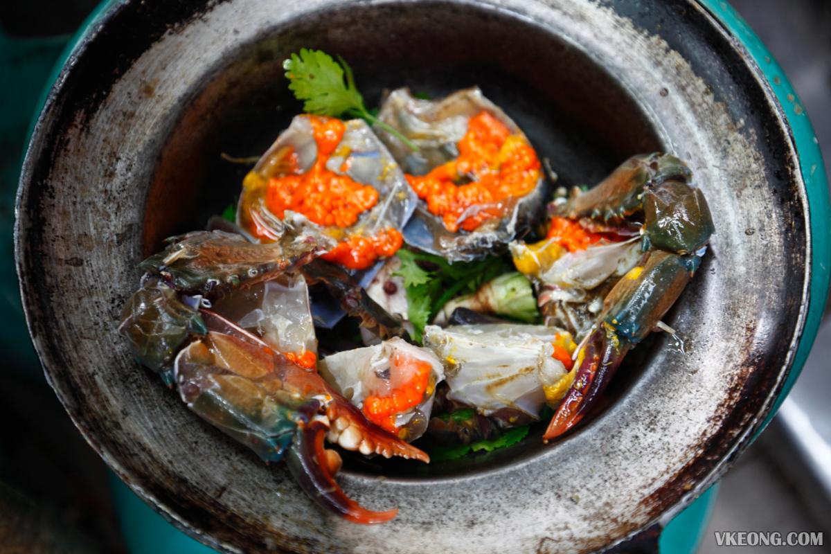 Somsak Pu Ob Crab Roe in Claypot