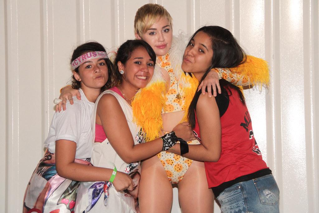 Miley cyrus meet greet rj praa da apoteose 2809 flickr miley cyrus meet greet rj by t4f time for m4hsunfo