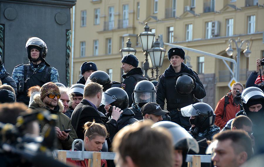 Полицейские готовятся разгонять народ