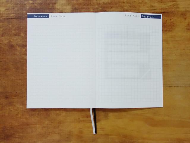 每月最後面都有附上自由書寫的筆記區,一邊是橫線一邊是方格眼@W2Design 好聰明2017拉頁時效週記手帳
