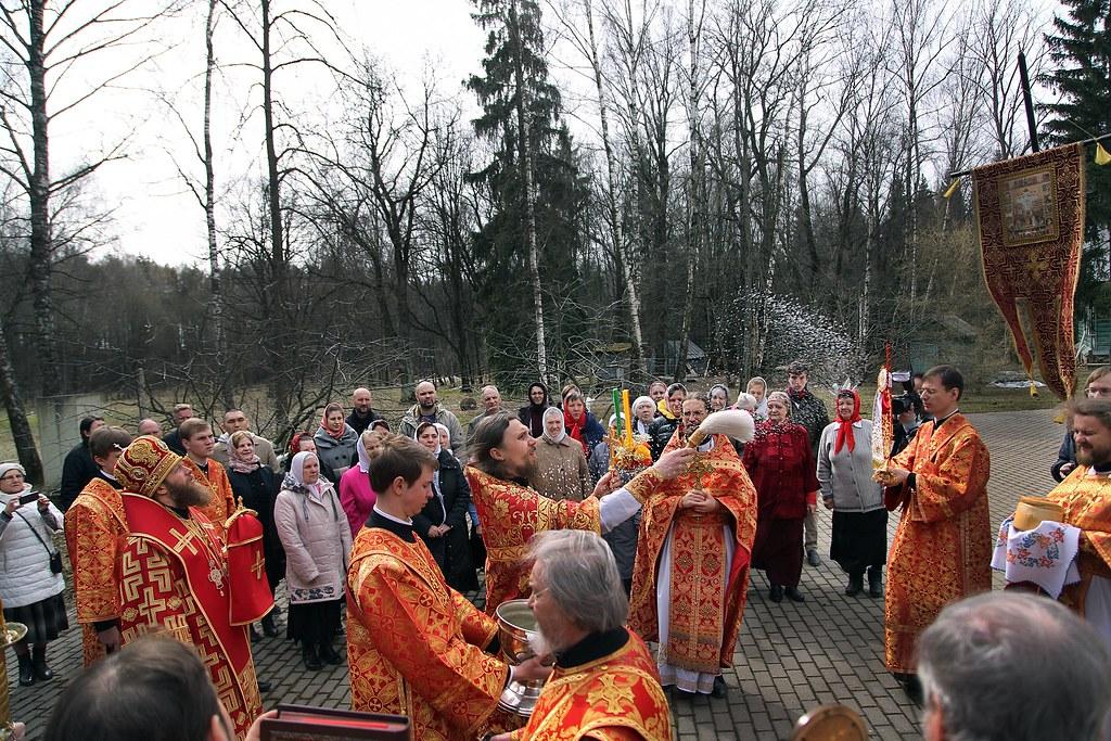 Епископ Воскресенский Савва совершил Божественную литургию в храме Новомучеников и Исповедников Российских в Коммунарке