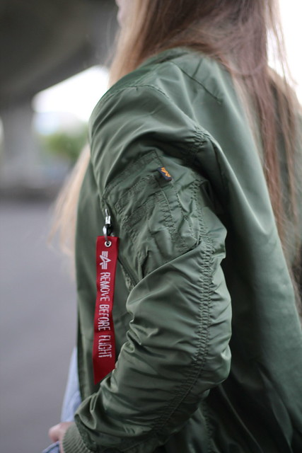 remove-before-flight-bomberjacket-details-wiebkembg