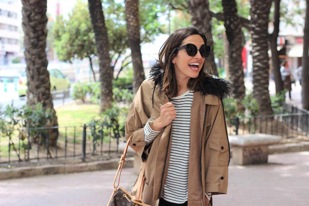 Rayas y gabardina_ Rojo Valentino Blog (1)