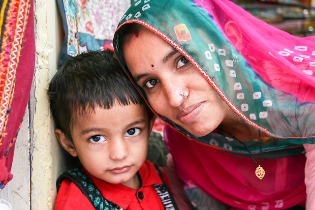 Portrait of beautiful mother and child, Jodhpur, India ジョードプル 美形の親子