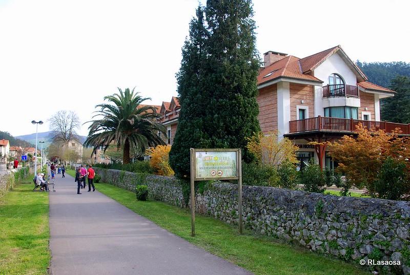 La Vía Verde del Pas a su paso por Puente Viesgo, Cantabria