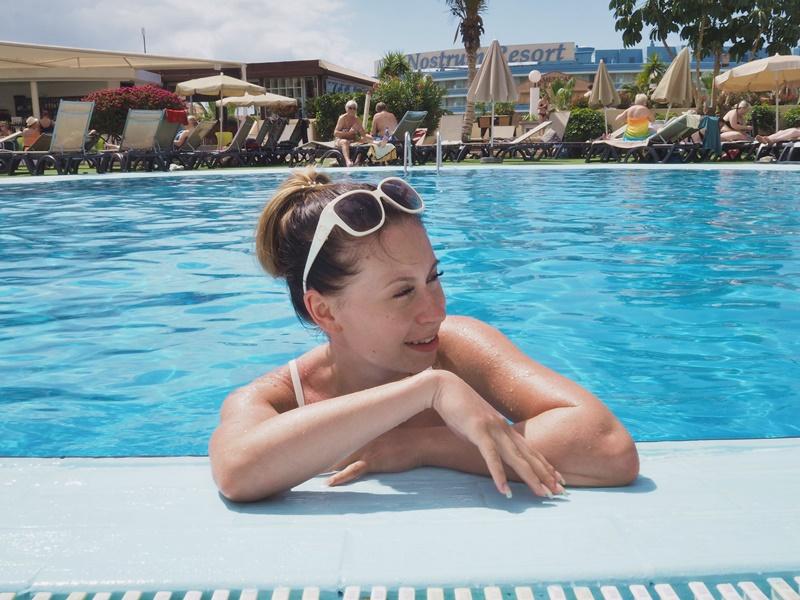 altailla-pool-happy-loma