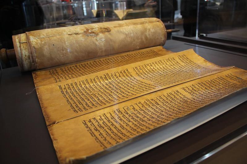 La Torah - Splendeurs de l'écriture au Maroc, Manuscrits rares et inédits à l'Institut du monde arabe