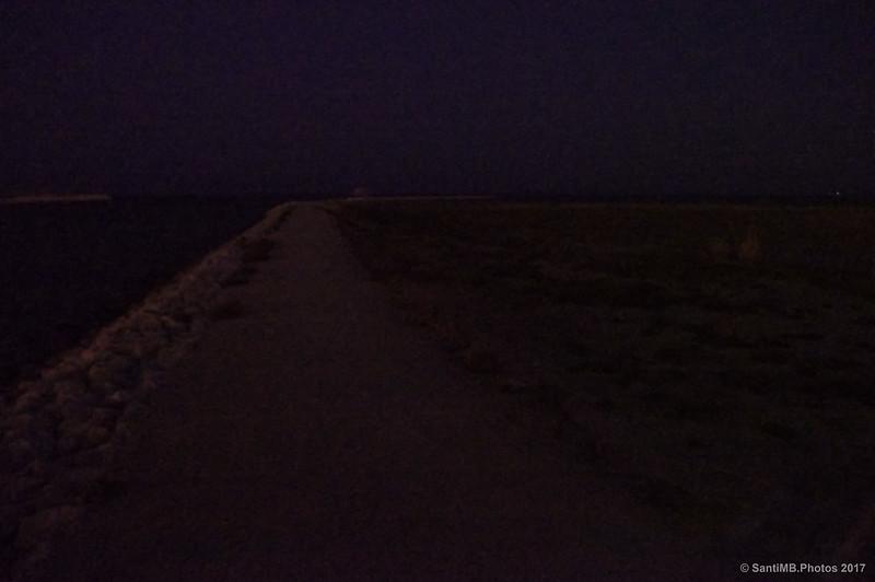 Nocturna de la playa de Ca'l'Arana desde el Mirador de la desembocadura del Llobregat