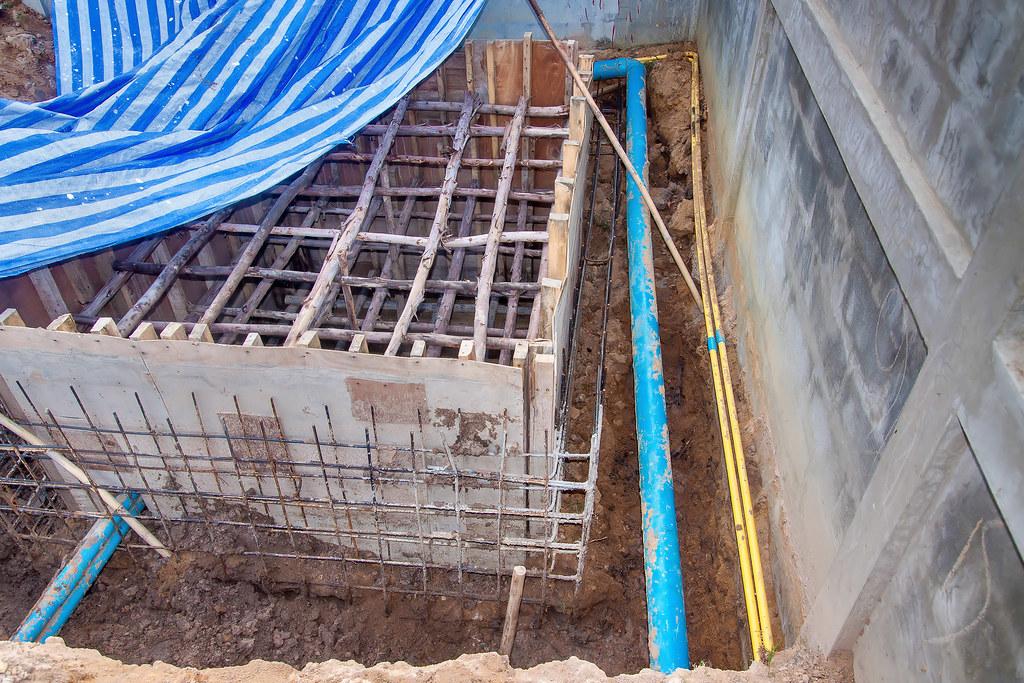 Construction d 39 une piscine miroir de forme libre for Bac tampon piscine miroir