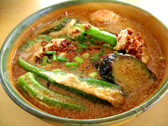 Rong Rong Seafood & Cafe yong tofu laksa 1