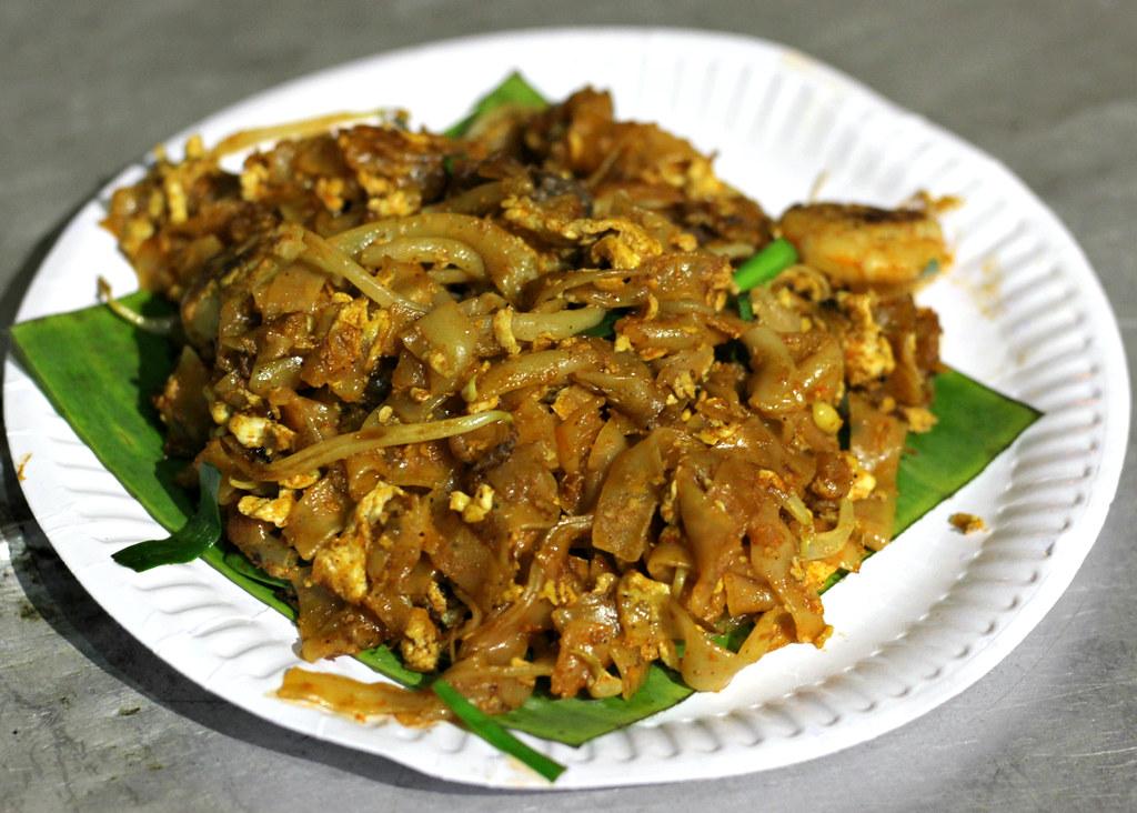 chulia-street-night-market-char-kway-teow