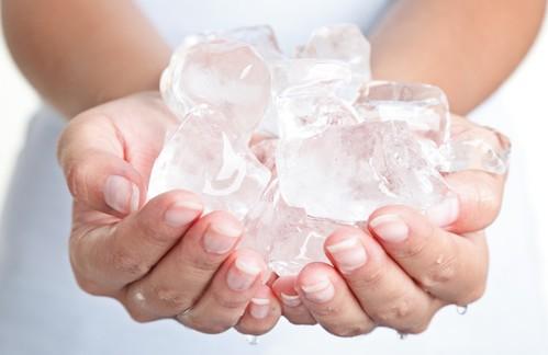 Чому людям боляче від льоду та вогню?