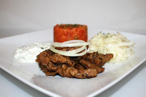 71 - Home made Gyros with tzatziki, tomato rice & cole slaw - Side view / Hausgemachtes Gyros mit Tzatziki, Djuvecreis & Krautsalat - Seitenansicht