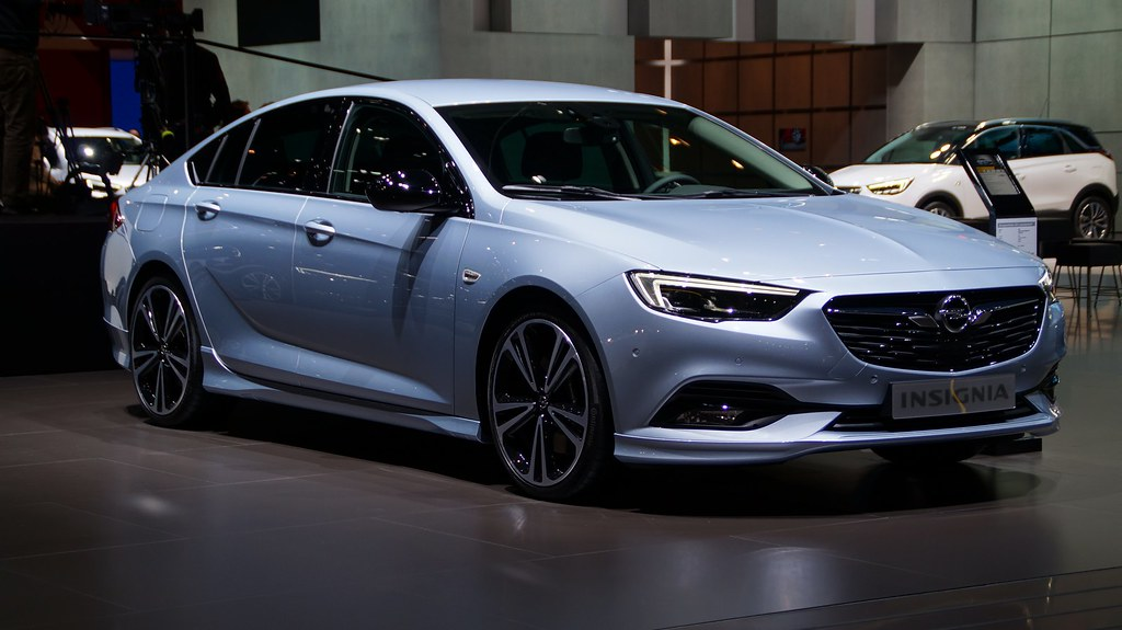 buick reshapes 2018 regal lineup with hatchback wagon page 4. Black Bedroom Furniture Sets. Home Design Ideas