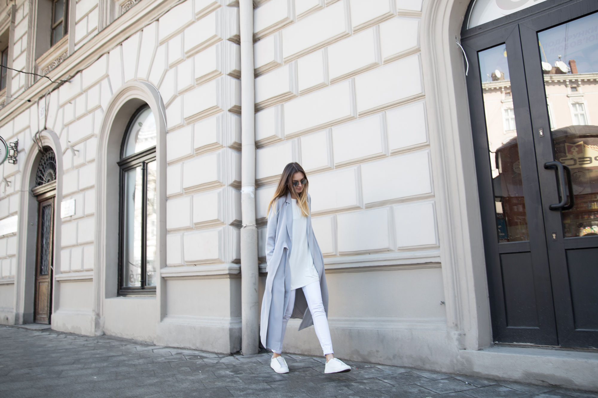 paste-duster-coat-white-sneakers-street-style-outfit