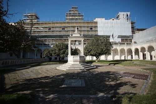 Certosa di San Martino: cortile dei teschi