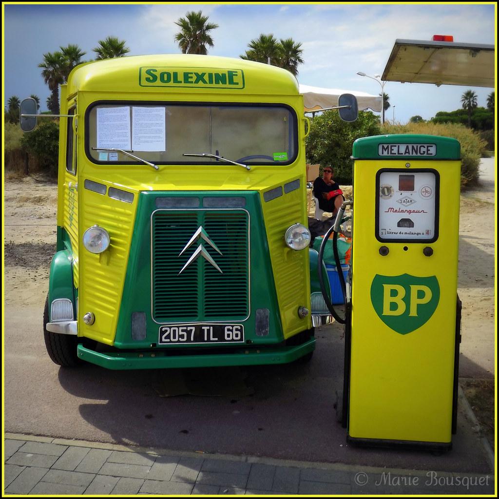 vieux camion citro n et pompe essence solexine marie bousquet flickr. Black Bedroom Furniture Sets. Home Design Ideas