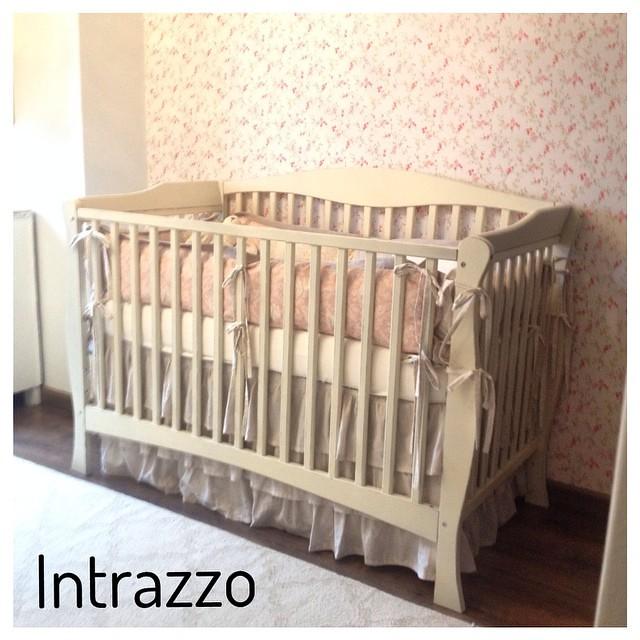 Cuna bebe, acabado vintage by www.intrazzo.com.co #muebles… | Flickr