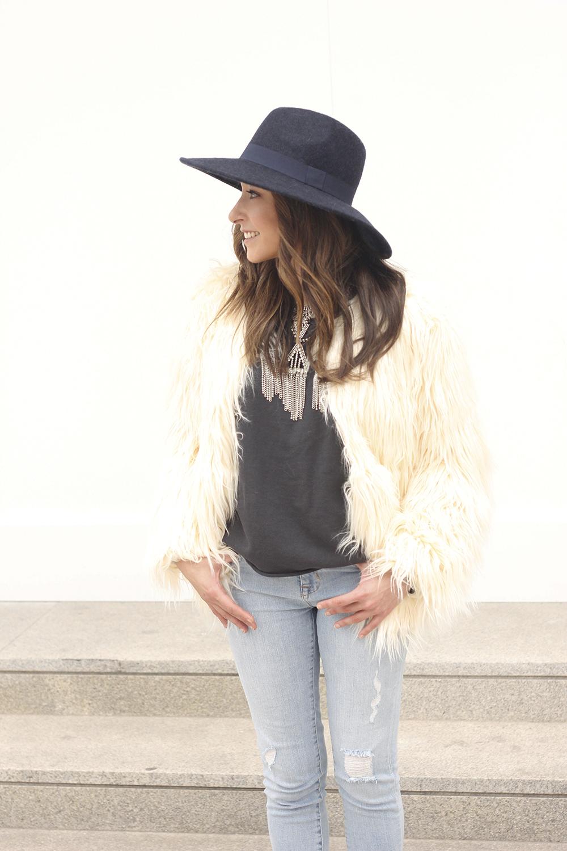 Faux Fur white coat jeans uterqüe heels navy hat coach bag style fashion05