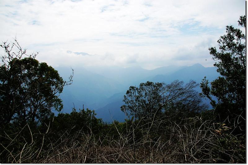 田良井山西南峰山頂展望 1