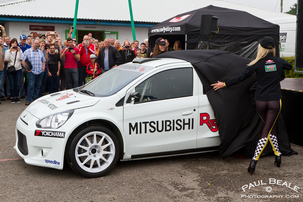 The new Mitsubishi R5 gets unveiled at the show | Please ...