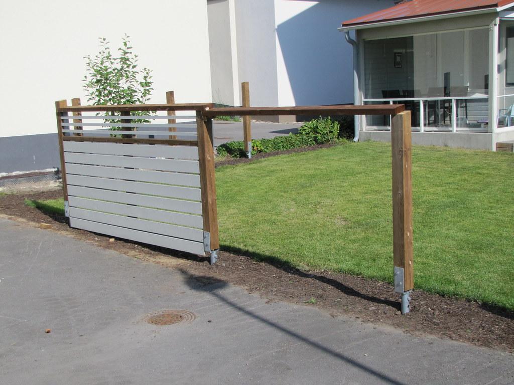 Staket stängsel staket : SkruvpÃ¥lar som fundament till stängsel plank | CE-märkta skr… | Flickr