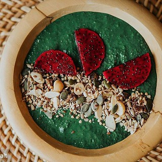 Check out this amazing green smoothie bowl by @seaandsalt, topped with our delicious #paleo & #glutenfree Energy Mix muesli! @Regrann from @seaandsalt - Starting the weekend with a delicious green smoothie bowl. Spirulina, hemp oil, activated almond milk, Spirulina