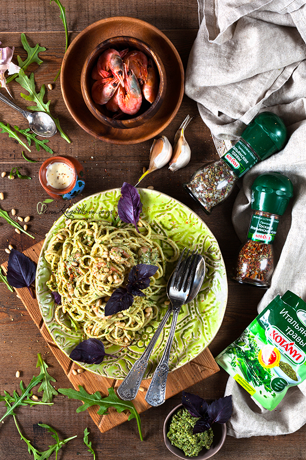 Creamy Pasta with Pesto and Shrimps