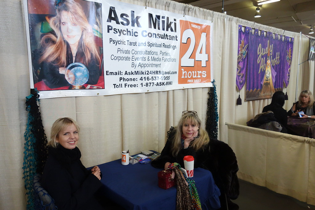 Miki was the first Psychic Consultant Karen MacRae asked to do a psychometric reading on her favourite broach at 2017 Psychic Fair in Toronto.