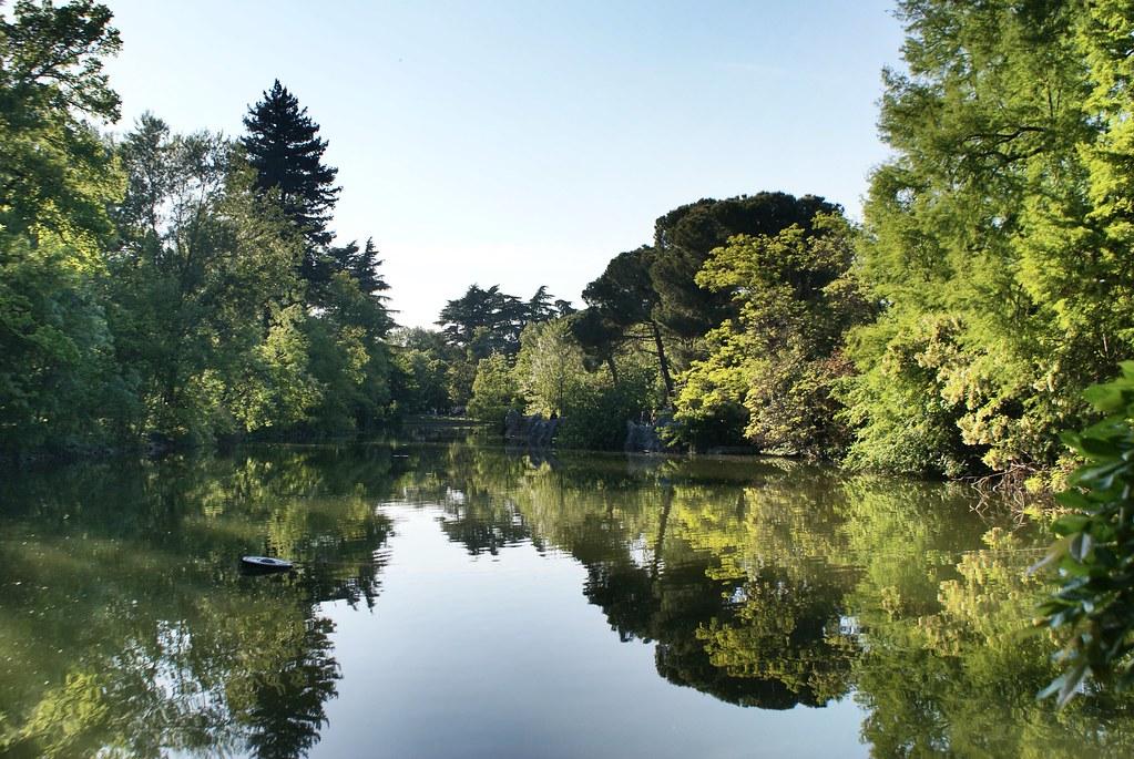 Lac du jardin Marguerite ou giardino Margherita à Bologne.