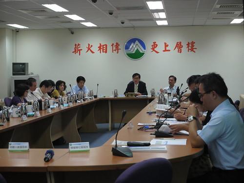 3日環署進行第270次環評大會,由多次缺席的署長魏國彥親自主持;攝影:賴品瑀。