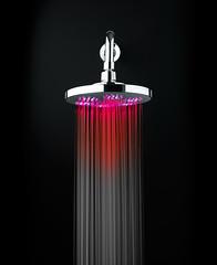 Duchas con luces de colores lo ltimo de grival for Griferia ducha grival