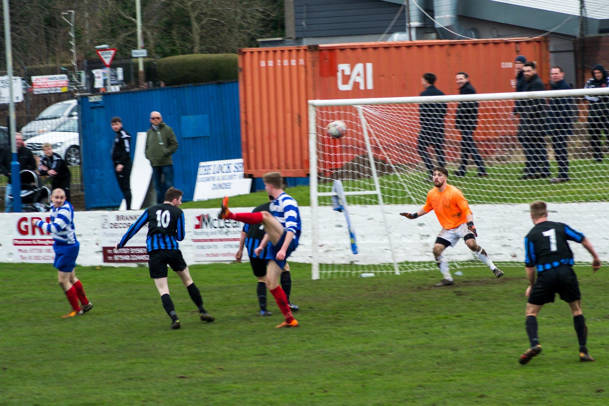 1-2! East Craigie go a goal ahead