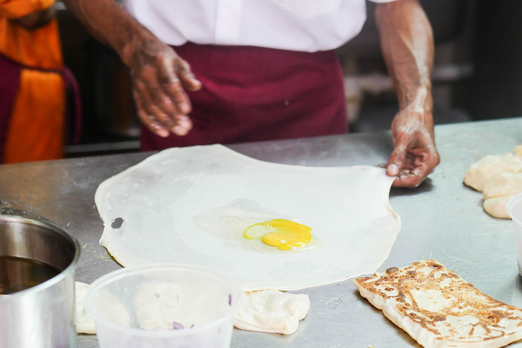 Roti Prata: Rahmath Cheese Prata Making