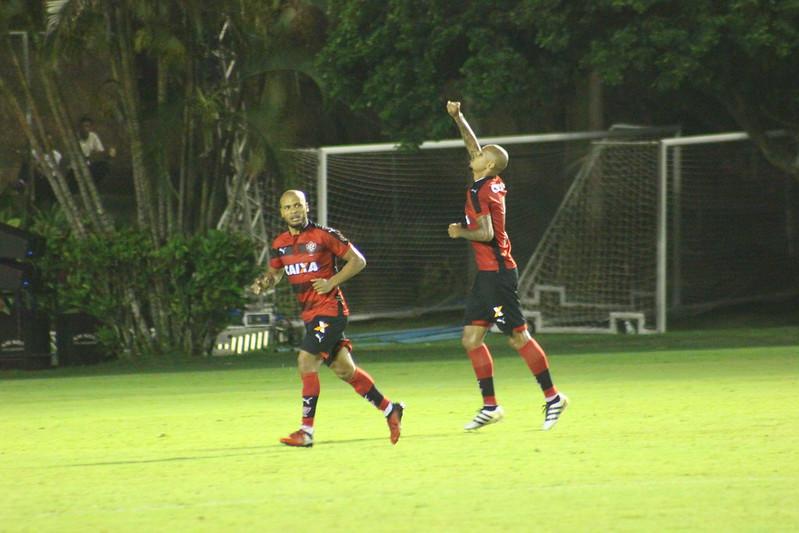 Vitória 1x0 Vasco - Fotos: Maurícia da Matta