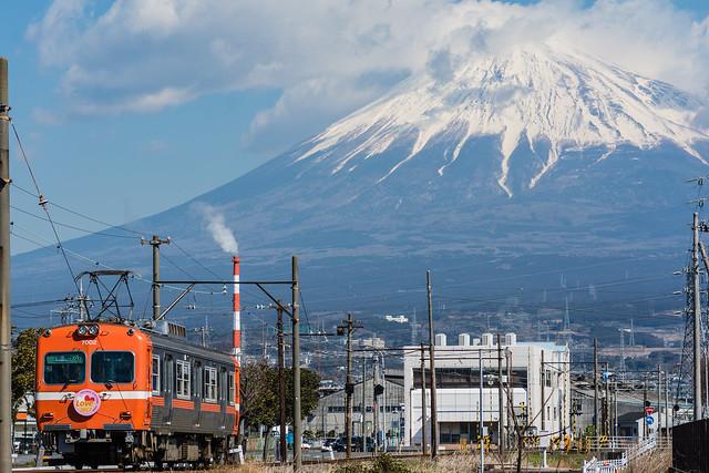 富士山と岳南電車を撮る・3