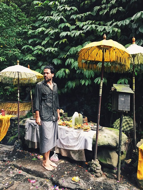manlul_bali_indonesia_travel_wrangler_shirt_hindu_temple_umbrellas_balinese_