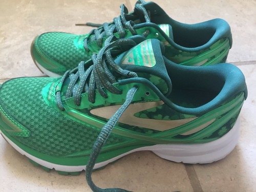 Running Shoes Green