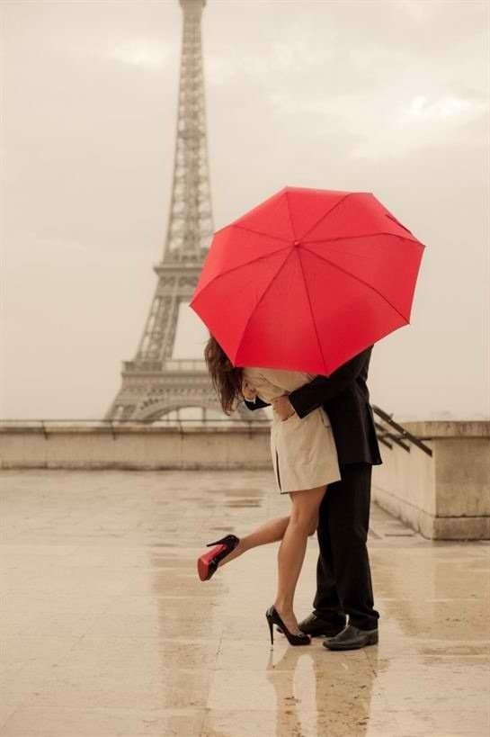 couple-eiffel-tower-love-paris-Favim.com-1652441