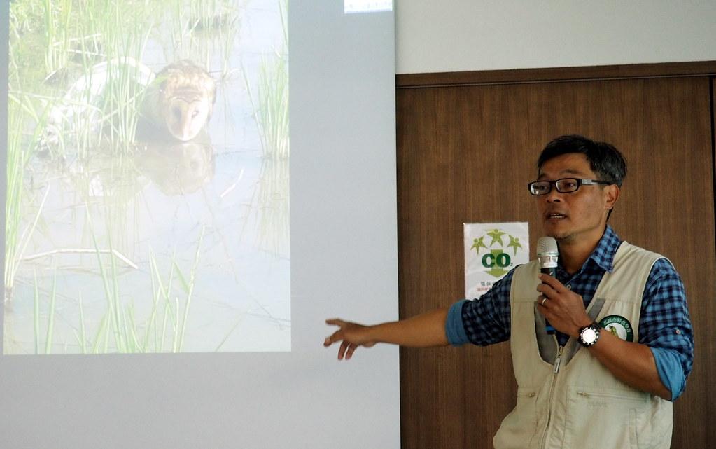林昆海說,農友發現草鴞中網第一時間通報保育單位或鳥會的話,或許還有機會挽救。攝影:李育琴