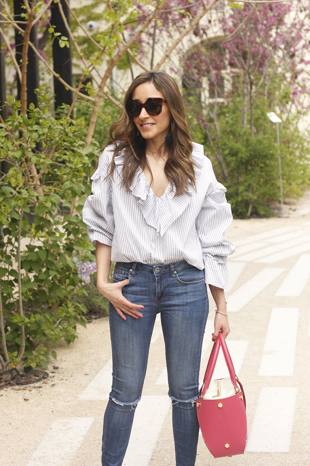 Ruffled striped shirt jeans céline sunnies sandals pamapamar bag accessories spring outfit style fashion06
