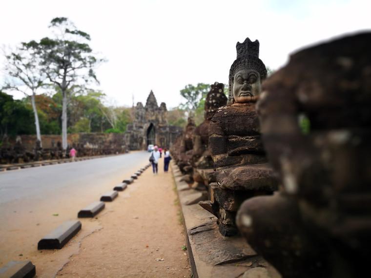 sculptures of gods line the entrance to angkor thom | www.wearejuanderers.com