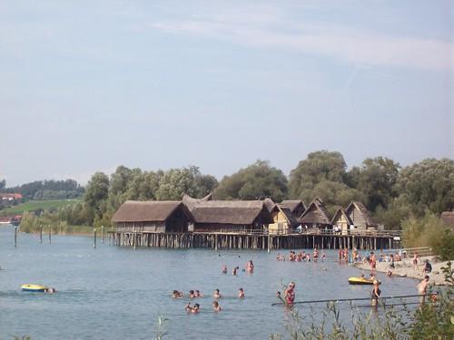 Esas casitas se llaman pfahlbauten y son casas muy viejas for Cabine del lago casitas