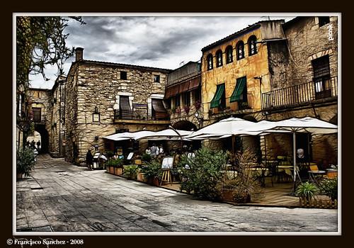 Terraza con encanto peratallada peratallada is a town - Terrazas con encanto ...