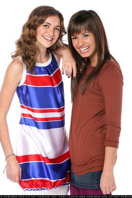 Alyson Stoner & Demi Lovato & Anna Maria Perez de Tagle ...
