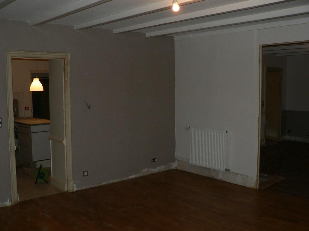 la salle à manger, 3 murs gris clair, 1 mur taupe   Marie ...